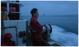 かに漁に向かう漁船